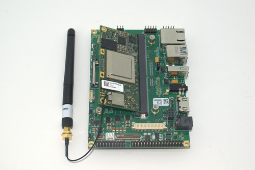 Connecting the computer on module to the Ixora Carrier Board